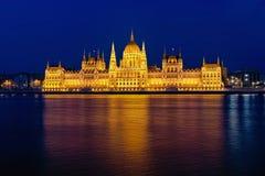 Húngaro Parlament y hora azul Fotografía de archivo libre de regalías