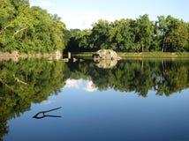Hübsche Abend-Landschaft bei Widewater auf dem C&O-Kanal lizenzfreie stockfotografie