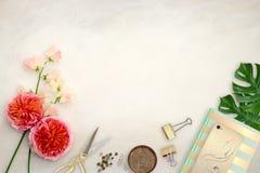 Hübsche angeredete Tischplattenmodellphotographie Lizenzfreies Stockfoto