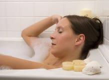 Hübsche badende Frau Lizenzfreie Stockfotos