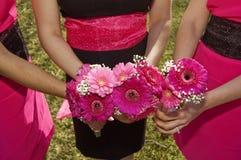 Hübsche Brautjungfernblumensträuße stockfotografie