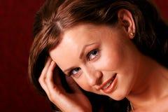 Hübsche Brunettefrau lizenzfreies stockfoto