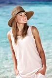 Hübsche Frau auf dem Strand Stockfoto