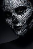Hübsche Frau in den Bergkristallen mit Schädelgesicht Lizenzfreie Stockbilder