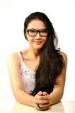 Hübsche Frau in den Gläsern Lizenzfreie Stockfotografie