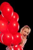 Hübsche Frau in der Bluse mit roten Ballonen Stockbilder
