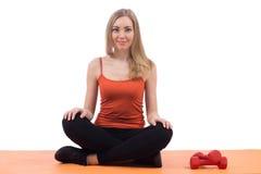 Hübsche Frau in der Meditationshaltung Stockbilder