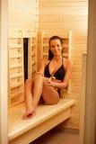 Hübsche Frau in der Sauna Lizenzfreies Stockfoto