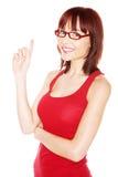 Hübsche Frau, die aufwärts zeigt Lizenzfreie Stockfotos