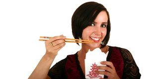 Hübsche Frau, die chinesische FO isst Stockbilder