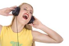 Hübsche Frau, die heraus loud singt Lizenzfreies Stockfoto