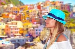 Hübsche Frau, die Italien genießt Stockfotos