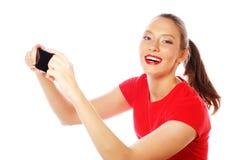 Hübsche Frau, die selfies nimmt Stockfoto