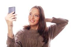 Hübsche Frau, die selfies nimmt Lizenzfreies Stockfoto