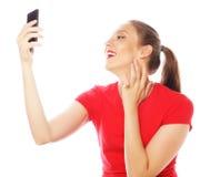 Hübsche Frau, die selfies nimmt Stockfotos