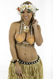Hübsche Frau gekleidet im hawaiischen Kostüm Stockfoto