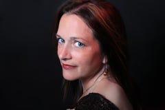 Hübsche Frau in ihren Vierzigern Lizenzfreie Stockfotos