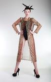 Hübsche Frau im hohe Art- und Weiseleitartikel-Konzept Stockfotografie