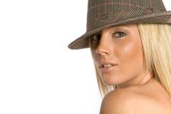 Hübsche Frau im Hut Stockfoto