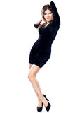 Hübsche Frau im schwarzen Kleid Lizenzfreies Stockfoto