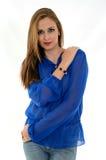 Hübsche Frau mit blauem Hemd Stockfotografie