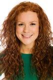 Hübsche Frau mit dem roten Haar und den Freckles stockfoto