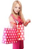 Hübsche Frau mit den Einkaufstaschen lokalisiert auf Weiß stockbild
