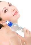 Hübsche Frau mit Flasche Wasser Stockfotografie