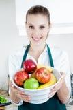 Hübsche Frau mit Frucht Stockfotos