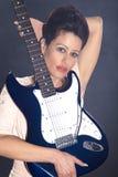 Hübsche Frau mit Gitarre Lizenzfreies Stockbild