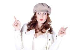 Hübsche Frau mit Kappe lizenzfreie stockfotos