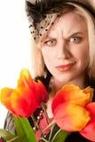 Hübsche Frau mit Plastikblumen Stockfotos