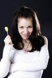 Hübsche Frau mit Süßigkeit stockbilder