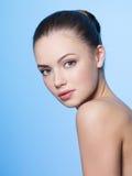 Hübsche Frau mit Schönheitsgesicht lizenzfreie stockfotografie