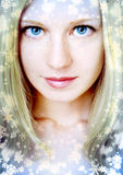 Hübsche Frau mit Schneeflocken Lizenzfreies Stockfoto