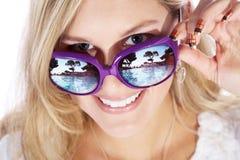 Hübsche Frau mit Sonnenbrille Lizenzfreie Stockbilder