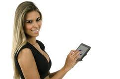 Hübsche Frau mit Tablette Lizenzfreie Stockfotos
