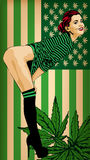 Hübsche Frau mit USA-Flaggengrün gefärbt Junge Frau Regenbogen und Wolke auf dem blauen Himmel Grüne Farben USA-Flagge mit Marihu Lizenzfreie Stockfotografie