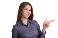 Hübsche Frau zeigt einen Zeigefinger Stockfoto