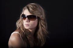 Hübsche Frauen mit Sonnenbrillen stockbilder