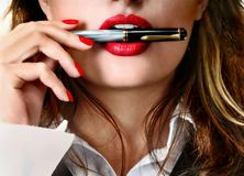 Hübsche Geschäftsfrau stockfoto