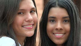 Hübsche Gesichts-lächelnde Verschiedenartigkeit lizenzfreie stockfotos