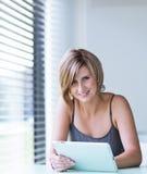 Hübsche, junge Geschäftsfrau/Student Lizenzfreies Stockfoto