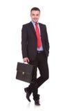 Hübsche junge Geschäftsmannaufstellung Stockbilder
