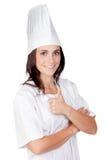 Hübsche Kochfrau, die o.k. sagt Stockfoto