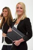 Hübsche lächelnde Geschäftsfrau Stockfotos