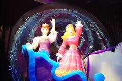 Hübsche Mädchen gemacht durch Eis Stockbild