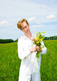 Hübsche Männer mit Blumenstrauß der Blumen Stockbilder