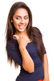 Hübsche Mischungsrennfrau, die mit ihrem Arm zeigt Lizenzfreies Stockfoto