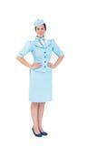 Hübsche Stewardess, die an der Kamera lächelt Stockbilder